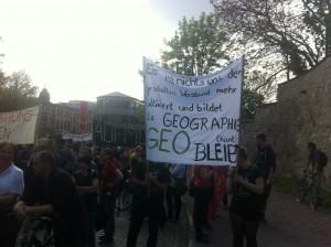 Geographen auf der Großdemonstration gegen die Sparpläne am 29.4.2014 in Halle. Foto: M.Frühauf